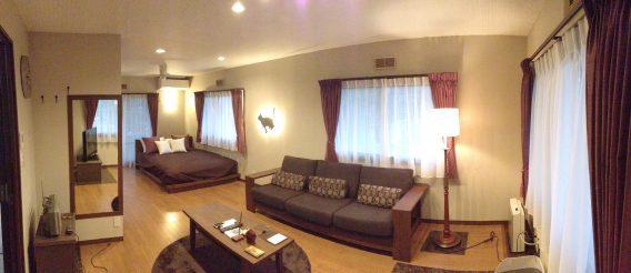 2部屋分のスペースが解放され、シックな洋室にまとまりました。