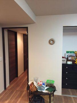 この壁まわりをカウンター付収納スペースに!