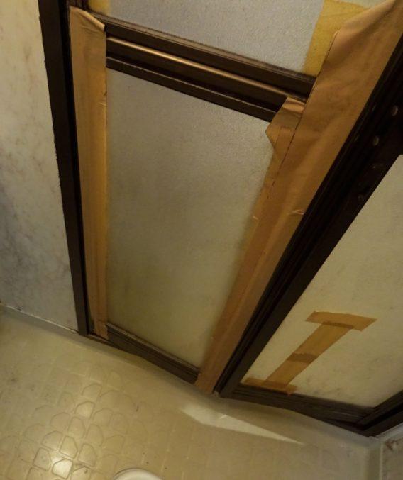 また入口ドアは破損していて、<br /> 開け閉めがしにくい状況でした。