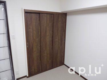 クローゼットのドアも引き戸にする事で場所をとらず使いやすい収納にいたしました。<br /> <br /> 「解放感もでたことで、使い勝手もよくなりました!」とお客様にも大変ご満足のお声を頂き、内装工事としてやりがいを感じられる施工となりました。