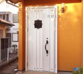 長年使用した木製ドアをデザイン・セキュリティに優れたドアにリフォーム!