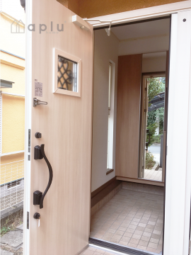 断熱性が非常に高いにも関わらず開閉が非常に軽いドアとなっています。
