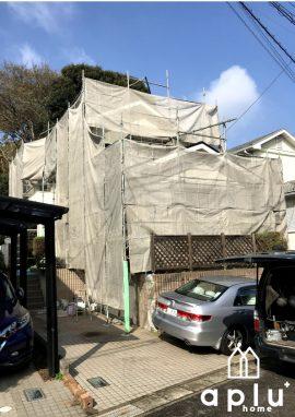 もちろん、近隣のお住まいへの塗料飛散防止にネットを掛けます。