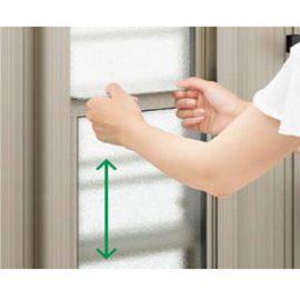 窓は、手で簡単に上下できます