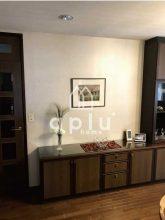 せっかくのステキな家具も普通の壁紙では引き立ちません。