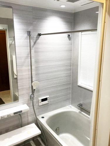 お風呂はTOTO『シンラ(SYNLA)』を採用されました。TOTOさんでもファースト<br /> クラス浴槽と呼んでいるだけあり、最先端の機能が搭載された豪華なお風呂です。<br /> 浴室乾燥、床ワイパー洗浄、調光システム、肩湯などなどワンランク上の機能満載です。