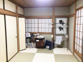 寝室の隣の和室は客間としても利用できるが普段から使わない為、<br /> 思い切って第2のリビングとして寛げる空間にしました。